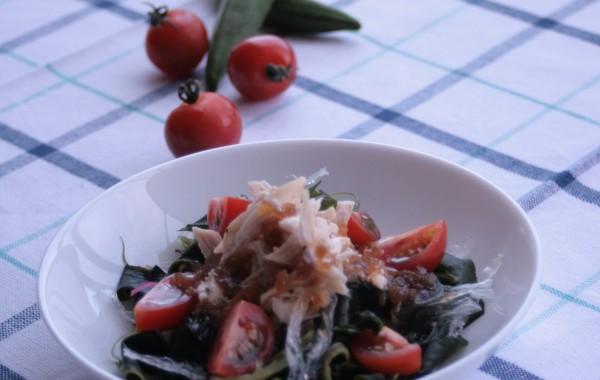 鶏ささみと海藻のヘルシーサラダ
