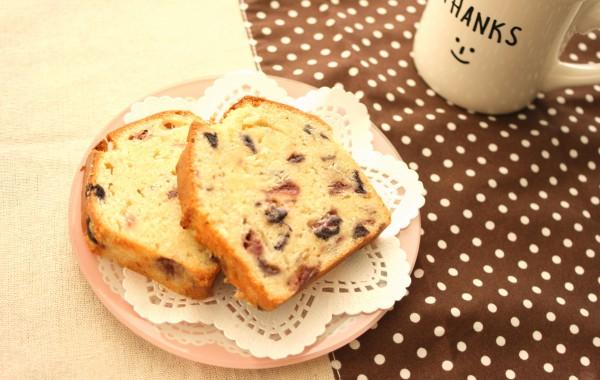 いちごとブルーベリーのパウンドケーキ