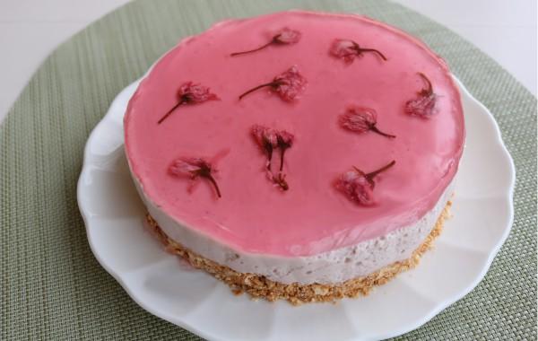 桜といちごのレアチーズケーキ風