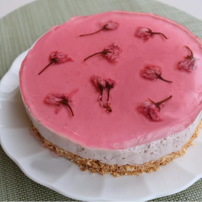 桜といちごのレアチーズケーキ風4